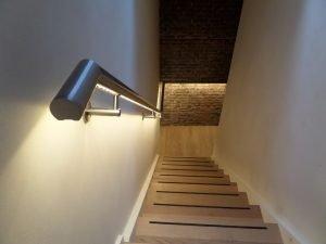 Verlichting trapleuning